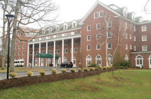 The historic Gideon Putnam hotel sits in the middle of the Saratoga State Park surrounded by a championship golf course and steps away from the Roosevelt Bath and Spa and the performing arts center.
