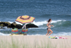 BEACH-umbrella-jogger-IMG_4667