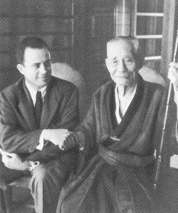 Bart D'Elia and Kokichi Mikimoto conclude their transaction at Toba, Japan with a handshake in 1948.